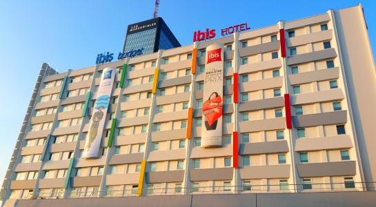 IBIS - caissons lumineux sur façade - Dpt 93